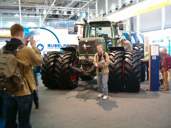 unimog community thema anzeigen heute auf der hannover messe fendt kamaz. Black Bedroom Furniture Sets. Home Design Ideas